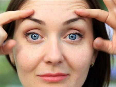 Поднять брови ботоксом и «открыть» глаза